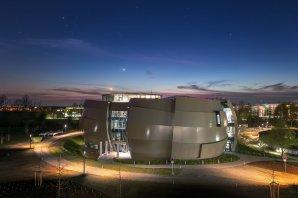 Nové a zcela unikátní návštěvnické centrum a planetárium ESO Supernova v německém Garchingu se otevírá veřejnosti 28. dubna 2018. Velká část programu pro návštěvníky je zdarma! Autor: ESO/P. Horálek