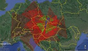 Obr. 1: 2D projekce zorných polí (FOV) systémů v síti CEMeNt. Širokoúhlé systémy jsou označeny červeně, NFC systémy modře a spektrografické systémy zeleně. Autor: Jakub Koukal