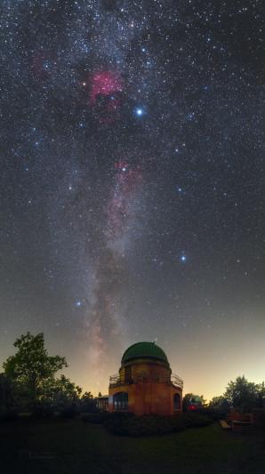 Od historické kopule k mlhovině NGC7000 - Severní Amerika. Autor: Petr Horálek.