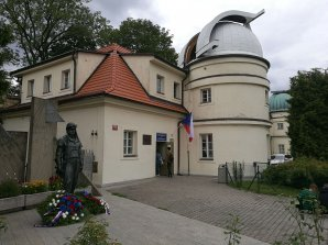 Vzpomínkové věnce u sochy M. R. Štefánika Autor: Pavel Suchan
