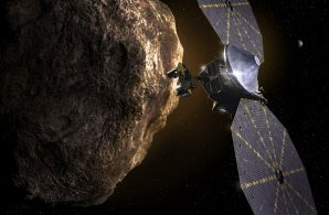 Sonda LUCY prolétávající nad povrchem studované planetky Autor: SwRI