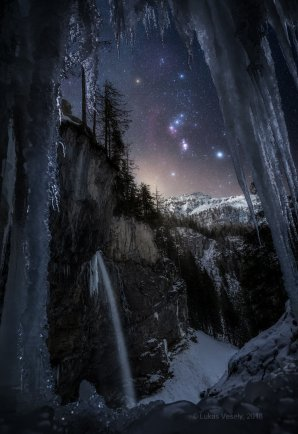 Orion nad rakouskými Alpami Autor: Lukáš Veselý.
