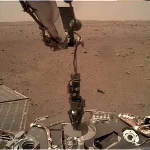 Povrch Marsu ze sondy InSight Autor: NASA