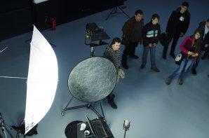 Návštěva objektu Hauerova 4 (moderní zázemí studijních oborů Multimediální techniky a Audiovizuální tvorba) Autor: Simona Beerová
