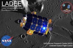 Sonda LADEE nad povrchem Měsíce Autor: NASA