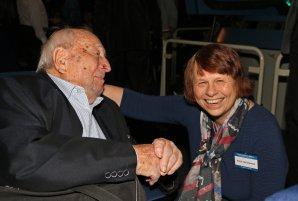 Bývalý generální sekretář IAU Luboš Perek a současná prezidentka IAU Ewine van Dishoeck v přátelském hovoru. Autor: Pavel Hrdlička - licence Creative Commons BY-SA 4.0