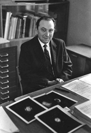 Luboš Perek se svým katalogem planetárních mlhovin Autor: archiv