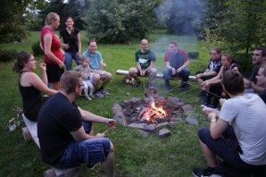 Úvodní i závěrečné setkání u táboráku, kde se projednávali závažné otázky z oblasti proměnných hvězd. Autor: Martin Mašek