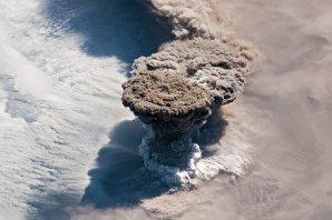 Erupce sopky Raikoke zachycená 22. června 2019 z paluby ISS. Autor: ISS/NASA.