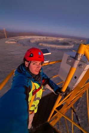Selfí nad staveništěm budoucího největšího dalekohledu světa. Je to ale obrovské, co? Autor: Petr Horálek/ESO.