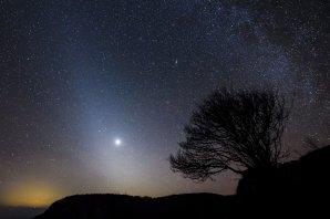 Zvířetníkové světlo a planeta Venuše. Autor: Peter Komka/MTI