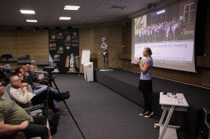 Předsedkyně SPHE Kateřina Hoňková hovoří o své cestě na 4th European Variable star meeting Autor: Martin Mašek