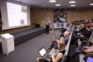 Miloslav Zejda a jeho přednáška o zajímavých jménech ve světě proměnných hvězd Autor: Martin Mašek