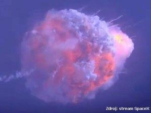 Exploze rakety Falcon 9 za letu poté, co proběhl úspěšný únik lodi Crew Dragon (19. ledna 2020) Autor: SpaceX