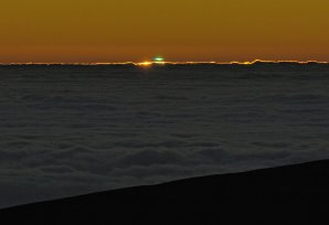 Zelený záblesk zachycený z observatoře ESO Paranal. Autor: G. Hüdepohl (atacamaphoto.com)/ESO