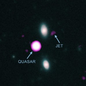 Na snímku je znázorněno rentgenové záření zdroje PJ352-15 detekované družicí Chandra, společně s daty v optickém a infračerveném oboru z dalekohledů Keck I a Gemini Autor: NASA/CXO/JPL/T. Connor/Gemini/NOIRLab/NSF/AURA/W.M. Keck Observatory