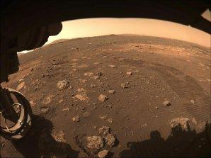 První metry projížďky roveru Perseverance po povrchu Marsu Autor: NASA/JPL-Caltech
