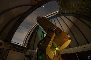 Pohled na dalekohled Alfred Jensch při nočním pozorování.Observatoř Tautenburg, Německo. Autor: Zdeněk Bardon