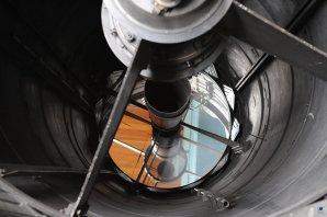 Pohled na zrcadlo o průměru 2 metry uvnitř tubusu dalekohledu Autor: Zdeněk Bardon