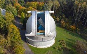 Kopule Perkova dalekohledu z ptačí perspektivy. Autor: Zdeněk Bardon