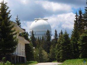 Kopule dvoumetrového dalekohledu observatoře Rozhen, Bulharsko. Autor: Zdeněk Bardon