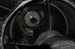 Pohled do tubusu a zrcadlo dalekohledu ZEISS 1-m RCC, OGS, Observatoř Teide, Tenerife Autor: Zdeněk Bardon