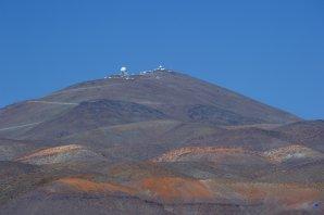 Celá observatoř ESO, La Silla v Chile při pohledu od vstupní brány Autor: Zdeněk Bardon
