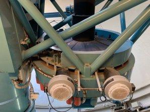 Ventilátory a kryt zrcadla na Dánském 1,54 m dalekohledu. ESO, La Silla, Chile Autor: Zdeněk Bardon