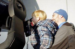 Pozorování pro veřejnost na observatoři WHOO!. Autor: Fyzikální ústav vOpavě