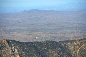 Pohled z vrcholu Mt. Lemmon na Biosféru 2. SkyCenter, Mt. Lemmon, Arizona, USA Autor: Zdeněk Bardon