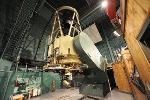 The Bok Telescope (průměr zrcadla 2,3 metru). Observatoř Kitt Peak, Arizona, USA Autor: Zdeněk Bardon