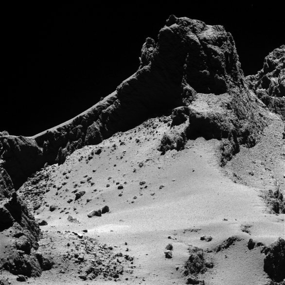 Útes na povrchu komety 67P Churyumov-Gerasimenko Autor: ESA