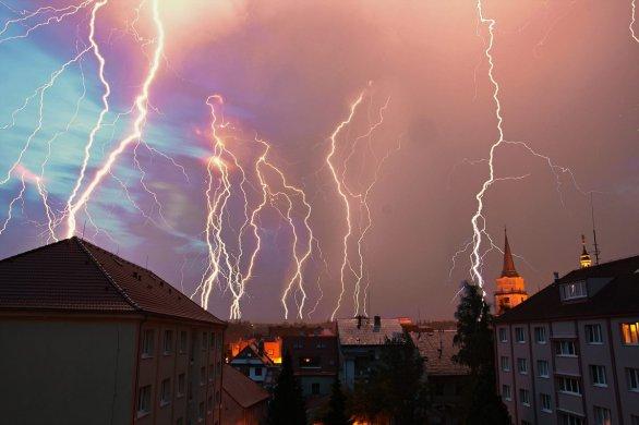 Fantastická fotografie bouření nad západními Čechami 5./6. července 2015. Autor: Josef Jíra
