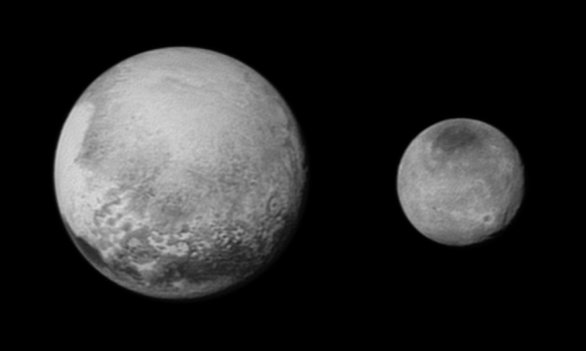 Pluto a Charon 13. července 2015 ze sondy New Horizons. Autor: NASA/JHUAPL/SWRI