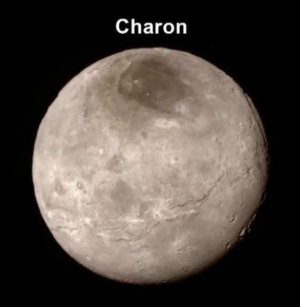 Charon, velký měsíc Pluta v detailu Autor: NASA/JHUAPL/SWRI
