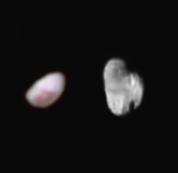 Měsíce Pluta s názvy Nix a Hydra ze sondy New Horizons Autor: NASA/JHUAPL/SWRI