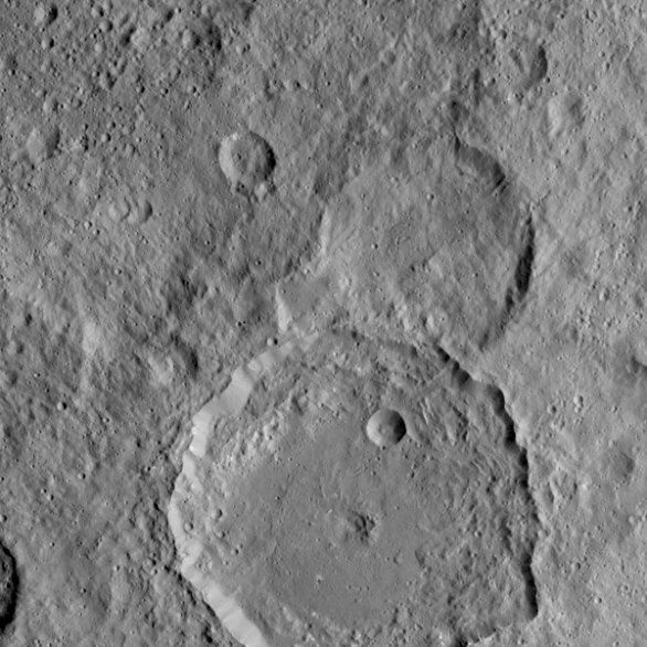 Kráter Gaue na Ceres má propadlý střed Autor: NASA/JPL-Caltech/UCLA/MPS/DLR/IDA