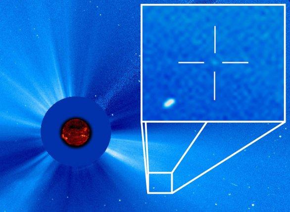 Kometa číslo 3000 v zorném poli korónografu LASCO C3 Autor: ESA&NASA/SOHO