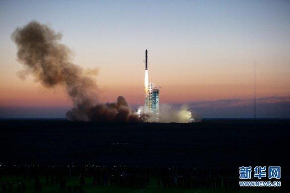 Start rakety CZ-2D s družicí DAMPE 17. prosince 2015 nad ránem čínského času Autor: Xinhua