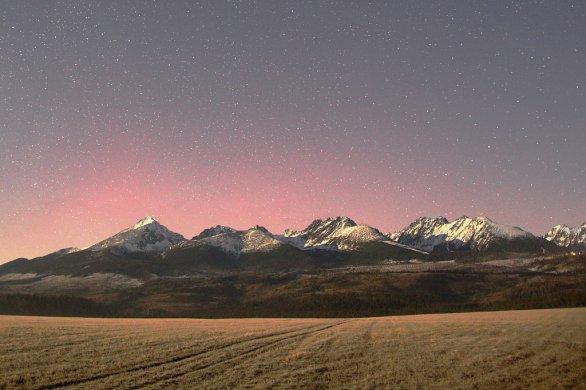 Polárna žiara 20./21. decembra 2015 nad Vysokými Tatrami. Autor: Marián Dujnič