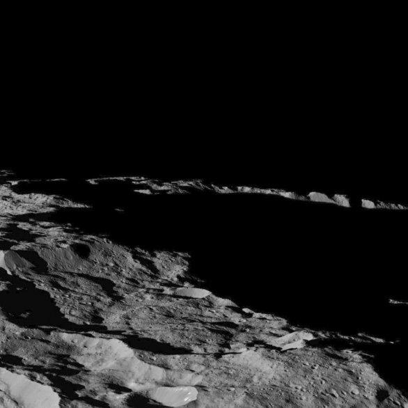 Oblast u jižního pólu Cerery Autor: NASA/JPL-Caltech/UCLA/MPS/DLR/IDA
