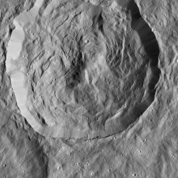 Kráter o průměru 32 km na povrchu Ceres Autor: NASA/JPL-Caltech/UCLA/MPS/DLR/IDA
