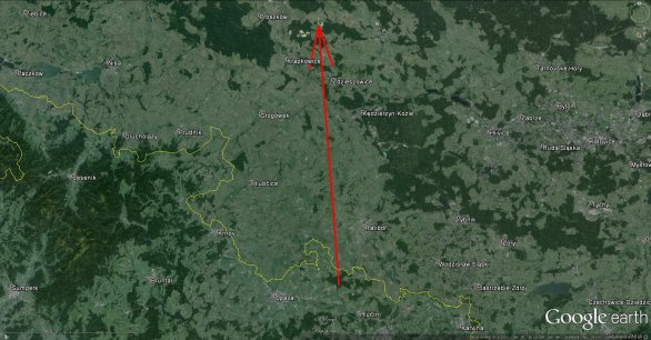 Průmět dráhy bolidu na zemský povrch detailu. Odtud je vidět, že prakticky celá dráha bolidu kromě úplného začátku byla mimo území ČR, tedy nad jižním Polskem. Autor: Google/Pavel Spurný, Astronomický ústav AV ČR.