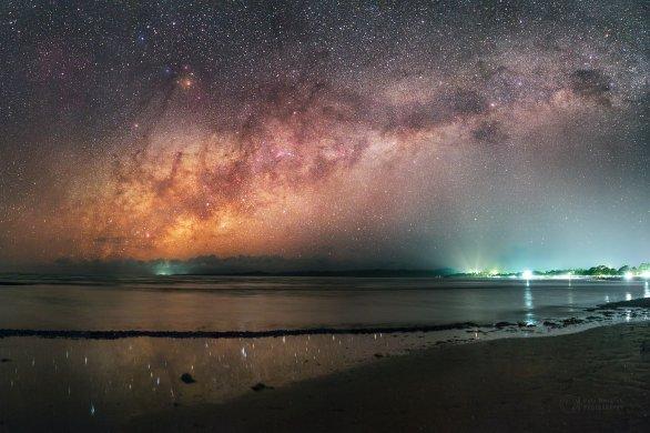 Mléčná dráha při pohledu z Maba beach vychází daleko za oceánem. Úžasný zážitek! Autor: Petr Horálek