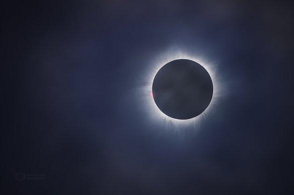Fantastické zatmění Slunce i přes slabou vrstvu mraků... Autor: Petr Horálek
