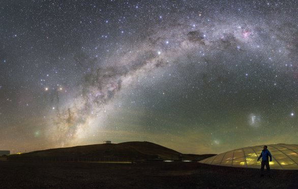 Mléčná dráha a kometa nad Paranalem. Autor: Petr Horálek/ESO.