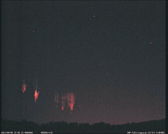 Taneční skupina Red sprites v 23:06UTC. Autor: Martin Popek