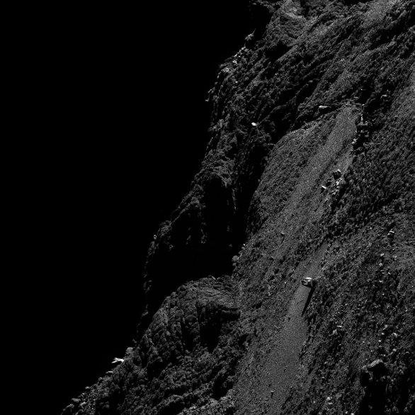 Detail jádra komety 67P pořízený 11. 5. 2016 ze vzdálenosti 9,97 km. Autor: SA/Rosetta/MPS for OSIRIS Team MPS/UPD/LAM/IAA/SSO/INTA/UPM/DASP/IDA