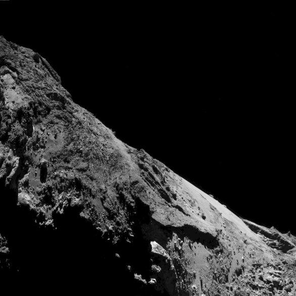 Detail komety 67P ze sondy Rosetta 17. 5. 2016 z 9,4 km Autor: ESA/Rosetta/MPS for OSIRIS Team MPS/UPD/LAM/IAA/SSO/INTA/UPM/DASP/IDA