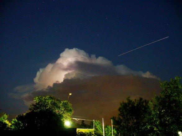 Přelet ISS nad supercelou Autor: Petr Hykš